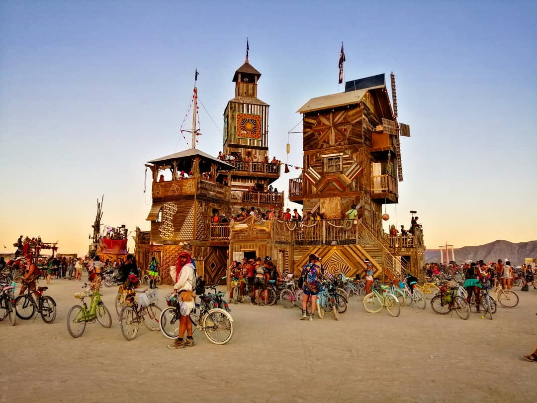 https://www.egleniyormuyuz.com/wp-content/uploads/2019/08/burning-man-2019_10124.jpg